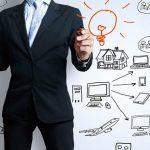 Gestor comercial definindo estratégias de vendas b2b na indústria.