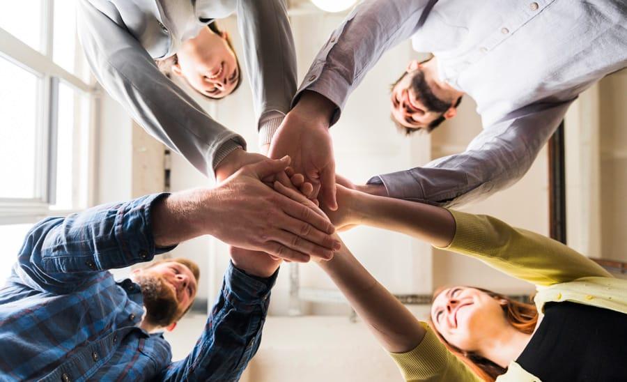 Equipes Precisam Confiar Umas Nas Outras E Trabalhar Em Direcao Ao Mesmo Objetivo